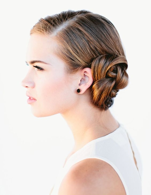 Gorgeous-Bun-Hairstyles-For-Office-Women.